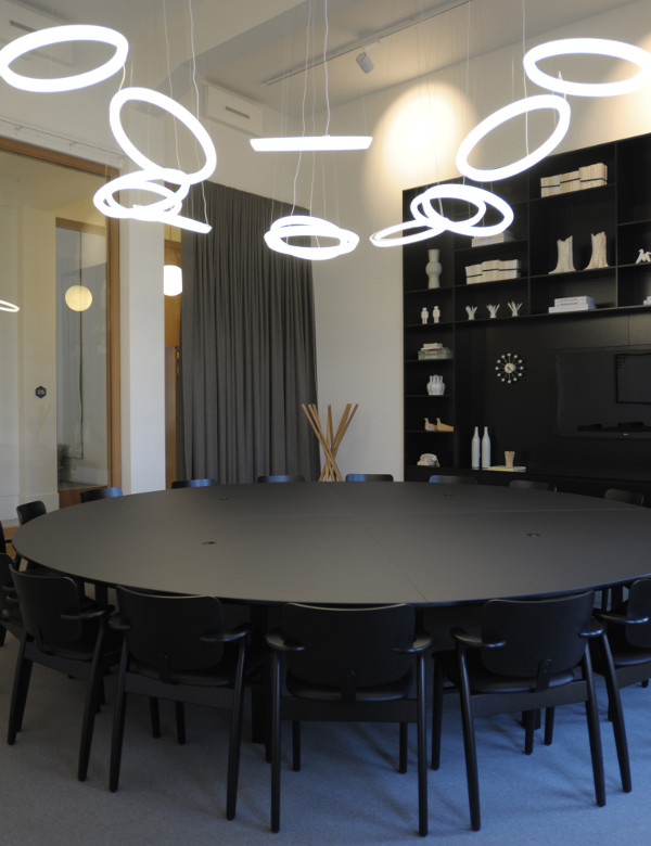 Round lighting in the meeting room